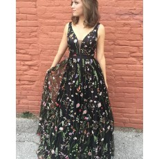 Deep V-neck Floral Lace Black Tulle Prom Dress PM1394