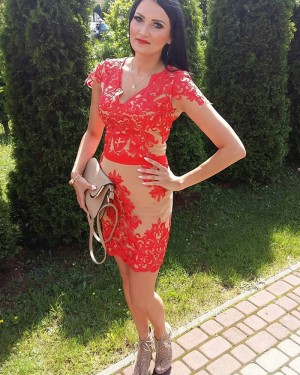 V-neck Red Lace Appliqued Bodycon Short Formal Dress with Cap Sleeves HD3340